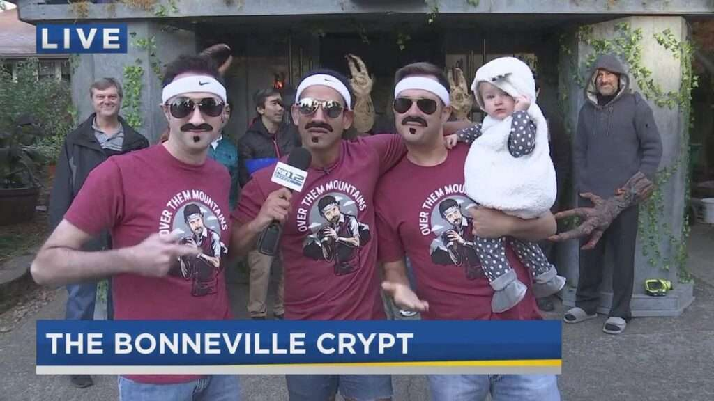 Original source, KPTV FOX 12 News Blog: https://www.kptv.com/joe-v-brian-macmillan-and-nick-krupke-all-dress-up-as-gardner-minshew-for-halloween/video_3dd5c3aa-bc3c-589b-ae8c-8ea9c663ddaf.html